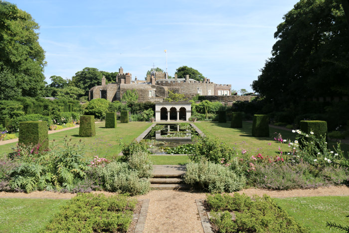 st margaret's bay kent deale walmer castle english heritage garden 4