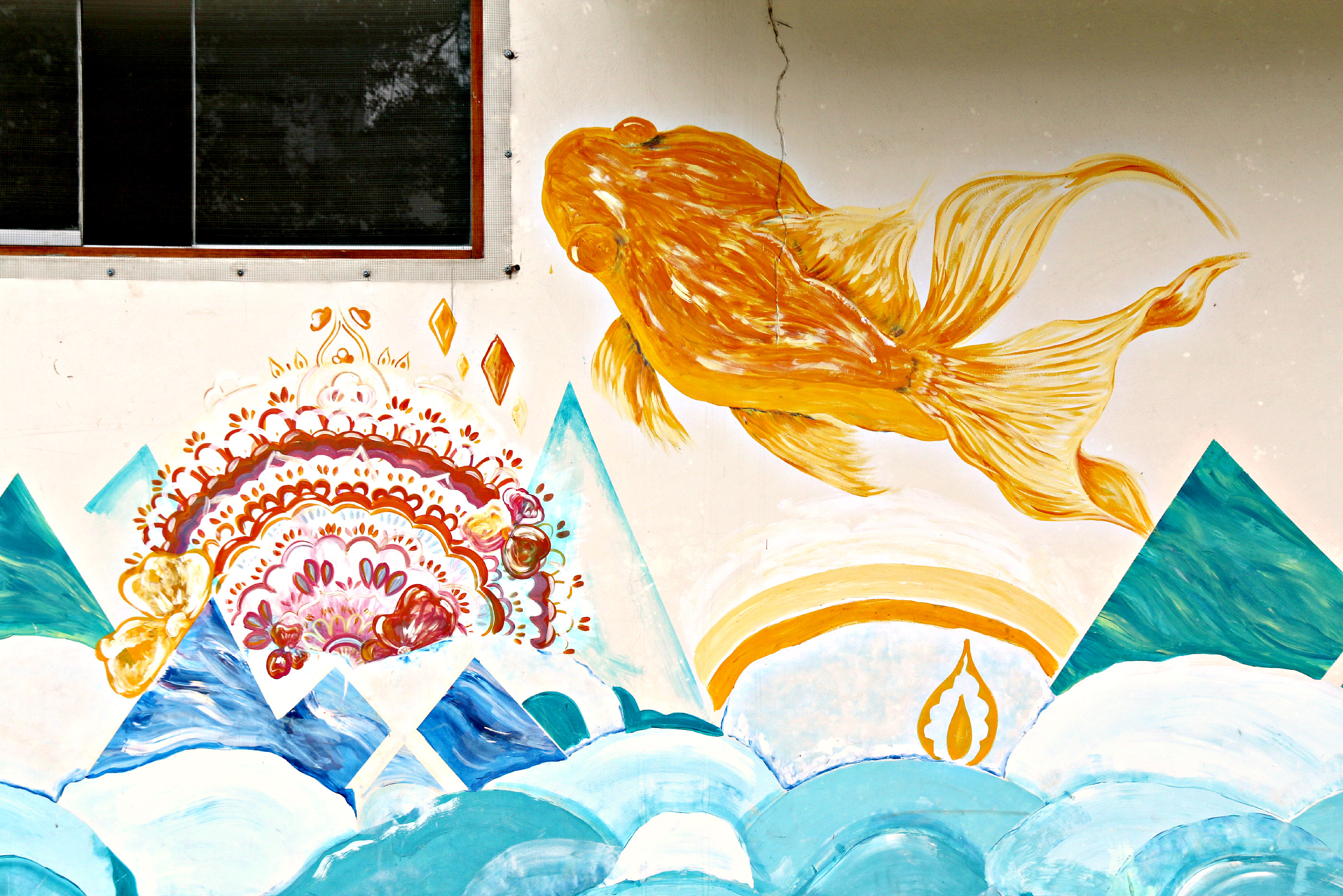 where to to find street art in Barranco, Lima Centro Integral del Adulto Mayor (CIAM) mural fish flowers 2