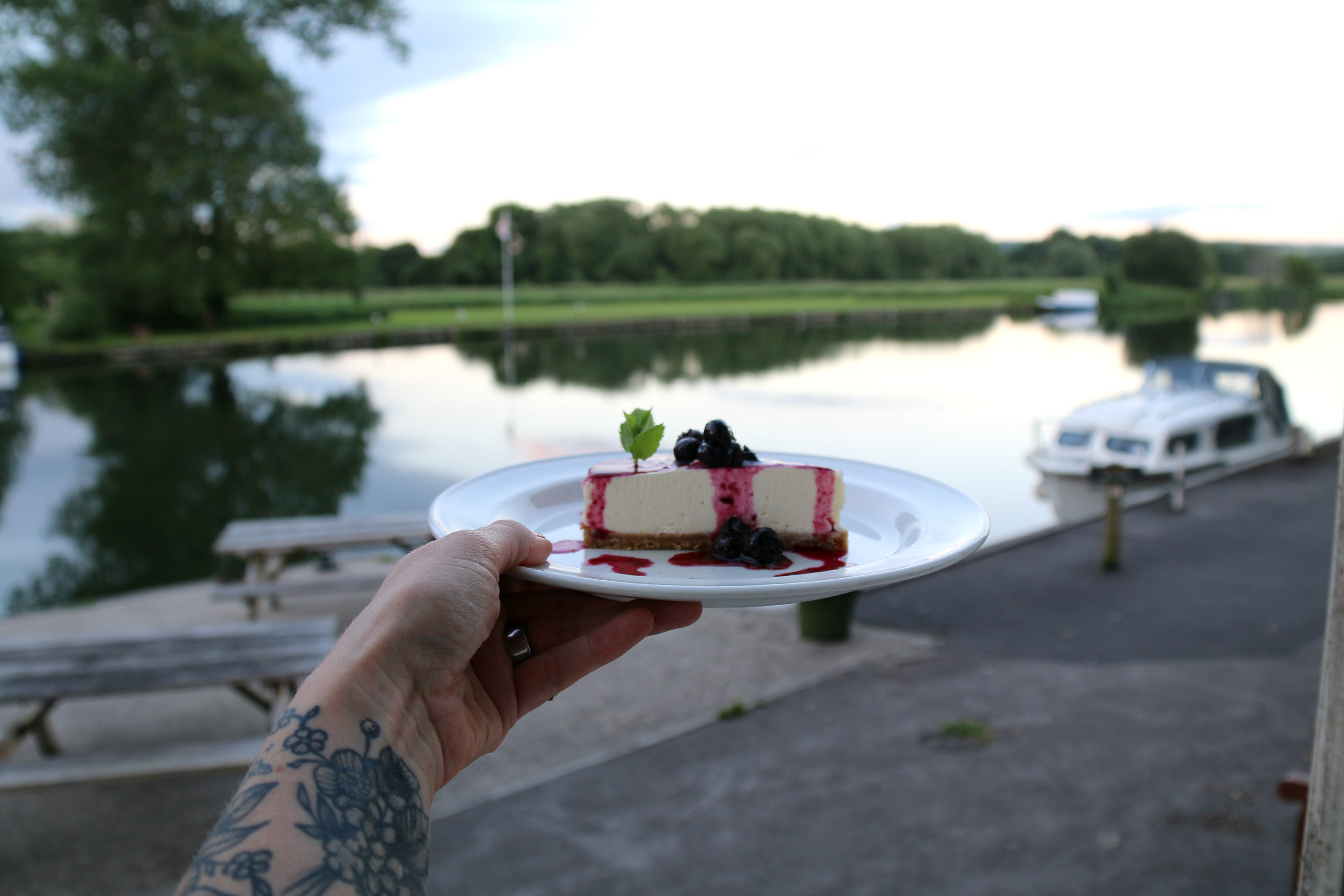Walking along the Thames dinner at the Beetle and Wedge Boathouse cheesecake