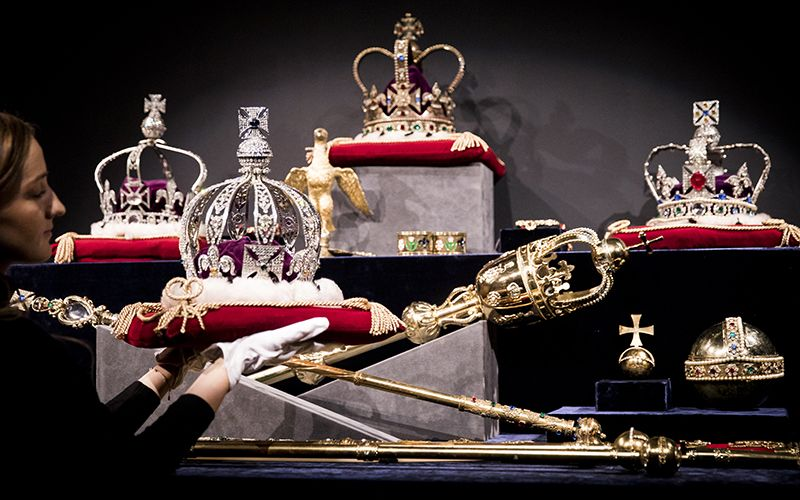 where to see jewel and royal treasure in london - tower of london