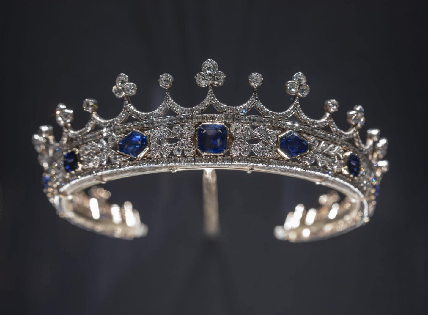 where to see jewel and royal treasure in london - V&A museum