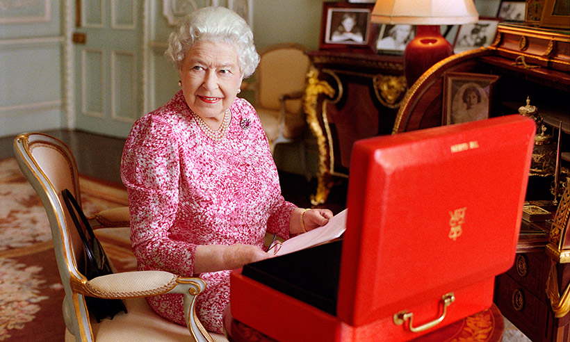 how to write to the queen